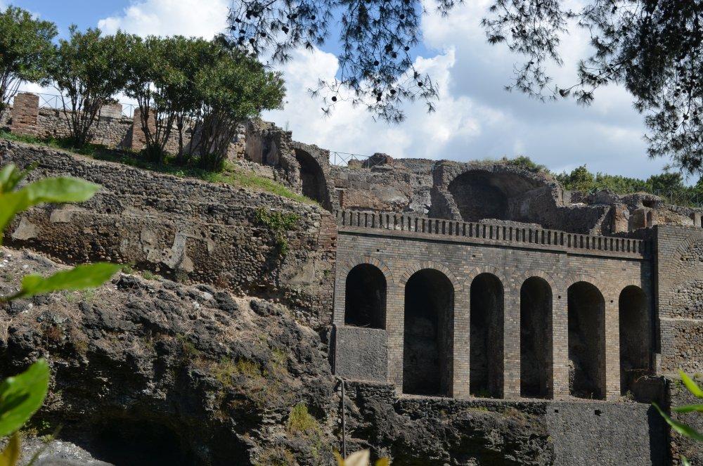 Pompei /dezastrul provocat de eruptia vulcanului Vezuviu