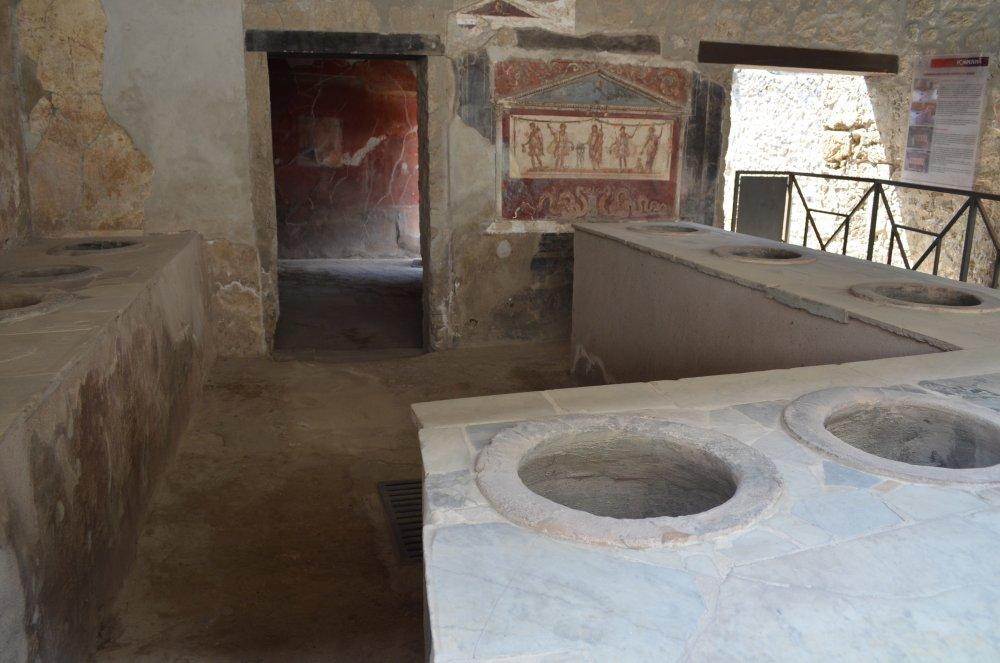 Baie / WC - Pompei sec I dupa Ch