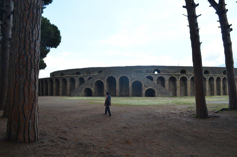 Pompei - Arena unde luptele de gladiatori intretineau placerile romanilor